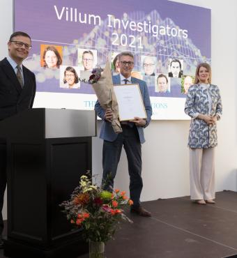 Kim Guldstrand modtager sit Villum Investigator diplom